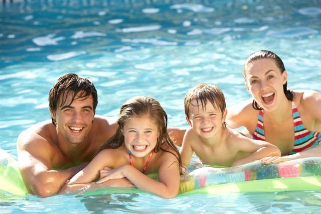 Happy-Family-in-the-pool.jpg