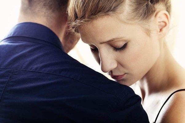 Мужчины средних лет хотят иметь сексуальные отношения на природе